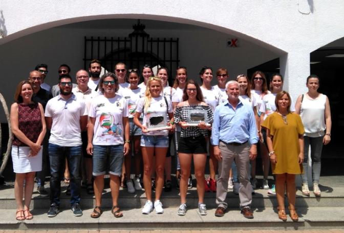 El Ayuntamiento de Altea reconoce los logros del vóley femenino y a la ciclista Cristina Succi