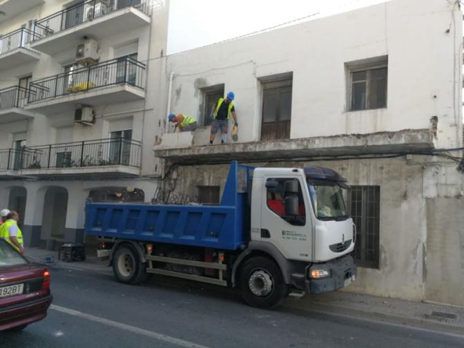 El Ayuntamiento de Altea ejecuta de forma subsidiaria la demolición de un conjunto de casas en ruina